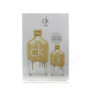 Calvin Klein Ck One Gold Gift set 200ml eau de toilette spray + 50ml eau de toilette spray